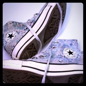 Converse Women's  6 high top shoes